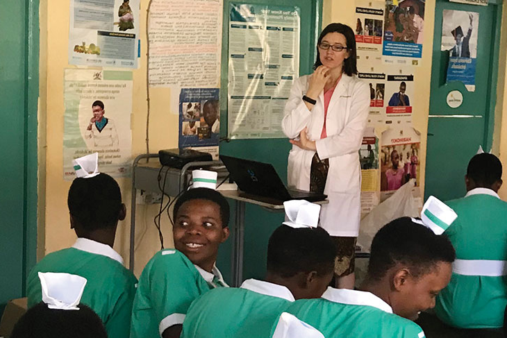 Sajel Tremblay Nuwamanaya '12 teaching hospital staff members and nursing students in Rukungiri, Uganda, about family planning during a mission month in January during her residency.